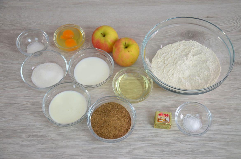 Slatki kruh s rogačem i jabukama