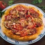Pizza s patlidžanom i salamom