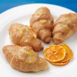 Glazirani kroasan s narančom