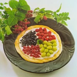 Slatka pizza sa šumskim voćem