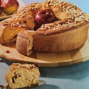 Vijenac s nadjevom od sira i jabuka