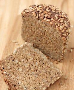 Kruh sa sjemenkama (lan i suncokret)